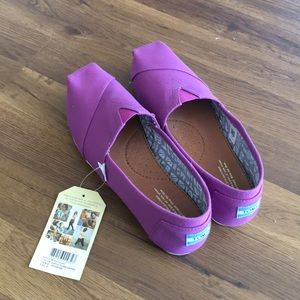 NWT Brand new toms size 9